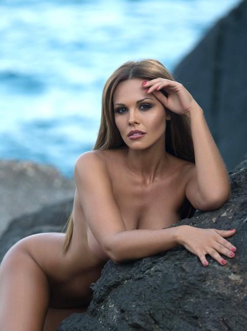 Мария Горбань полностью разделась для ноябрьского Maxim