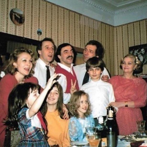 Ретрофото. Семья Михаила Боярского и маленькая Ксения Собчак встречают Новый год
