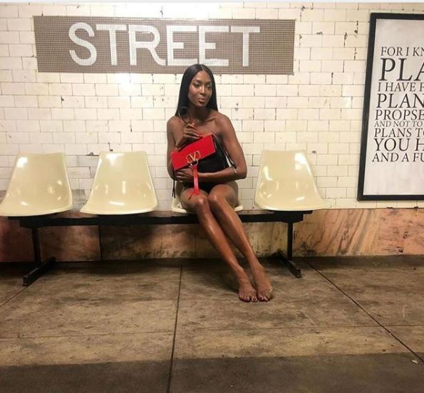 Наоми Кэмпбелл полностью голой проехалась в метро