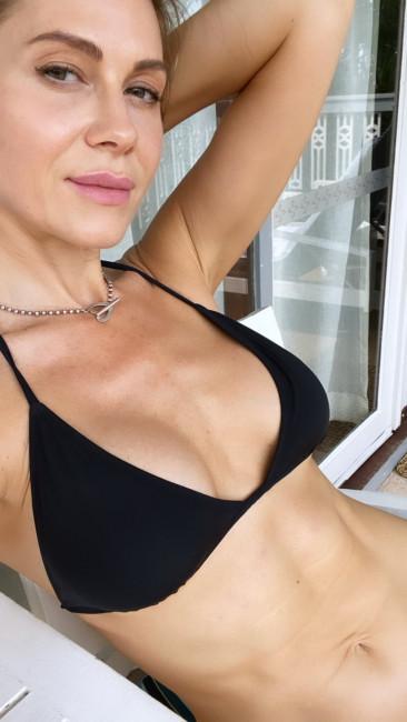43-летняя актриса Анна Невская похвасталась идеальным прессом