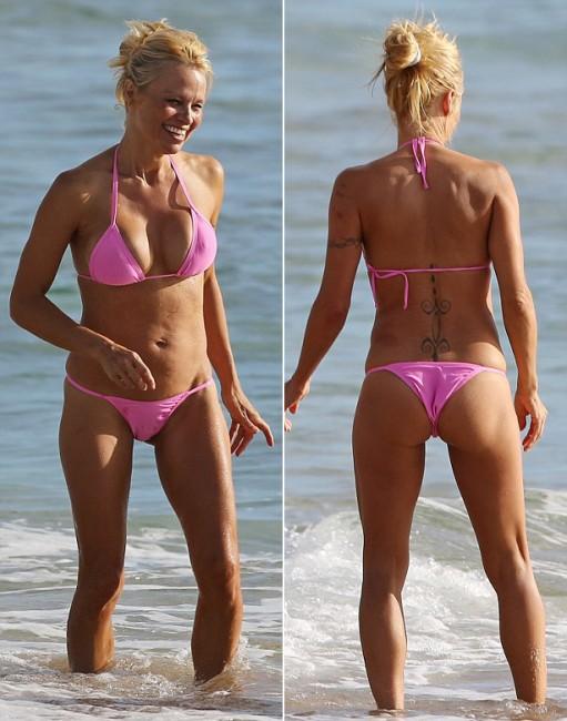 46-летняя Памела Андерсон на пляже