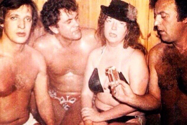 Ретрофото. 1978 год. Алла Пугачёва в сауне с мужчинами. Справа — поэт-песенник Илья Резник