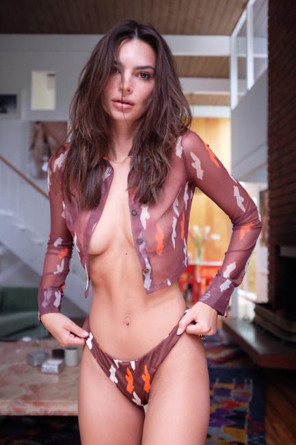 Эмили Ратаковски прорекламировала новую линию белья