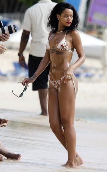 Рианна отдыхает на родном Барбадосе