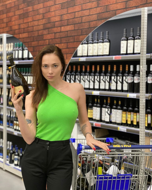 Настасья Самбурская посетила магазин без нижнего белья