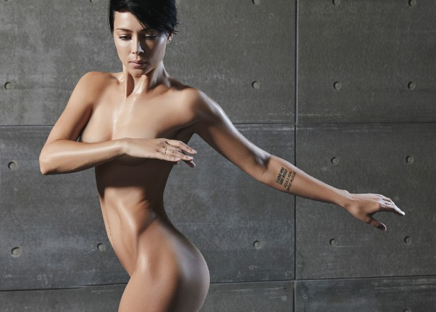 Настасья Самбурская снялась полностью голой для рекламы Reebok