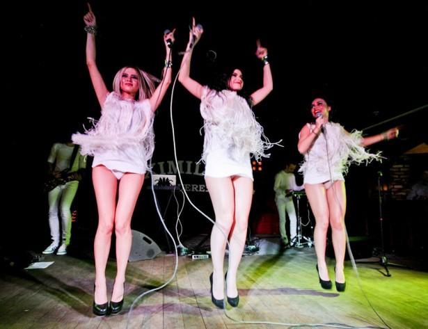 Девочки из группы «Серебро» и их откровенные концертные наряды