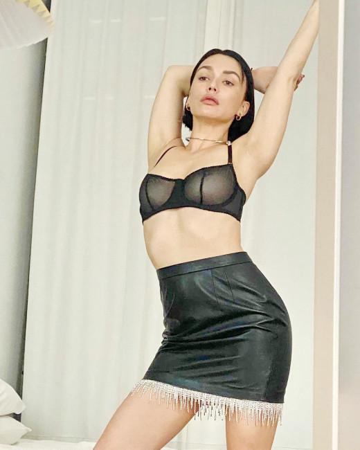 Похудевшая Ольга Серябкина показала голую грудь