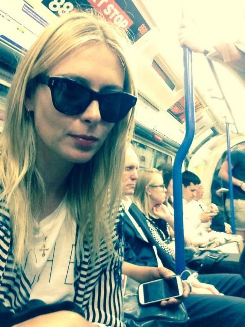 Мария Шарапова в лондонском метро