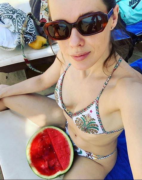 Екатерина Шпица поделилась пикантным фото с арбузом между ног