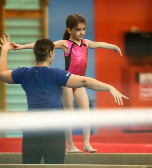 Дочь Тома Круза и Кэти Холмс планирует стать спортивной гимнасткой