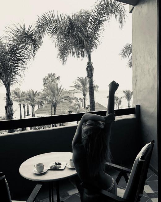 Светлана Ходченкова выложила фото топлесс