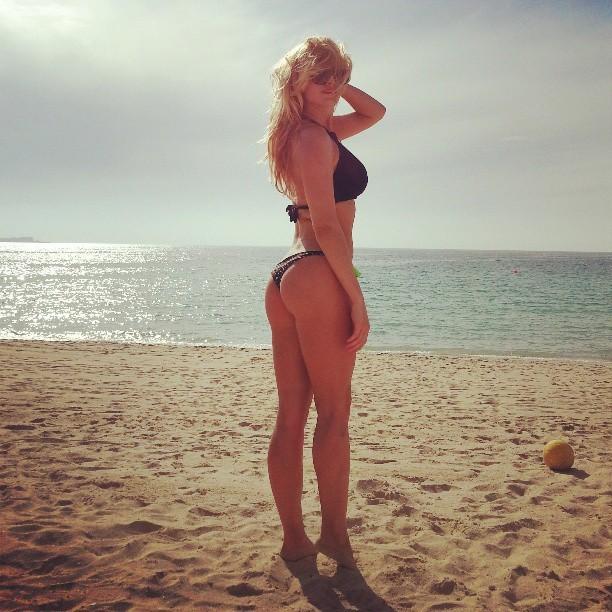 Роскошная Татьяна Котова на пляже
