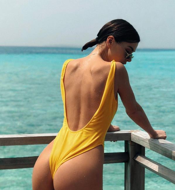 Елена Темникова похвасталась новым купальником