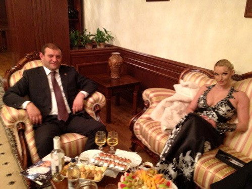 Анастасия Волочкова смутила мэра Еревана оголённым бюстом