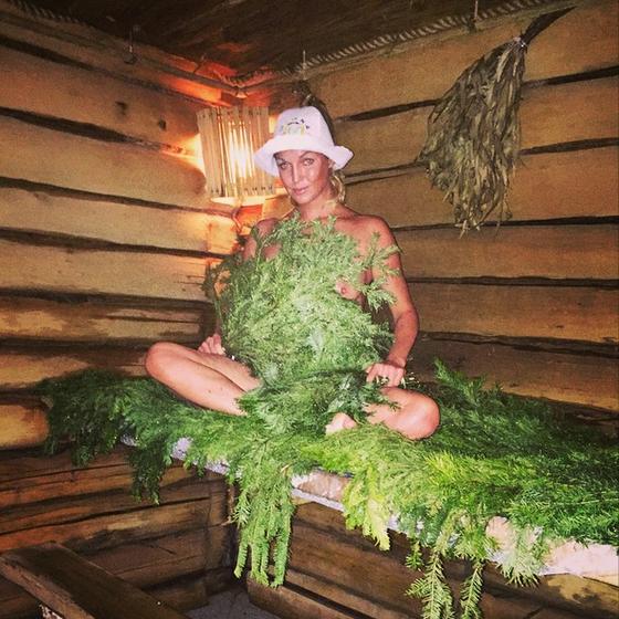 Анастасия Волочкова показала сосок в Instagram