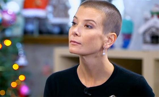Юлия Высоцкая постриглась налысо