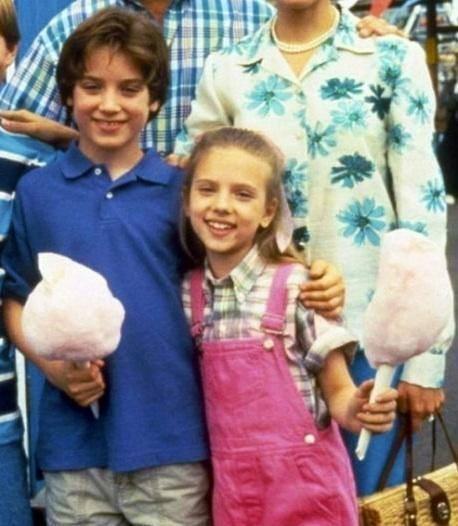 Элайджа Вуд и Скарлетт Йоханссон на съемках фильма «Норт». 1994 год
