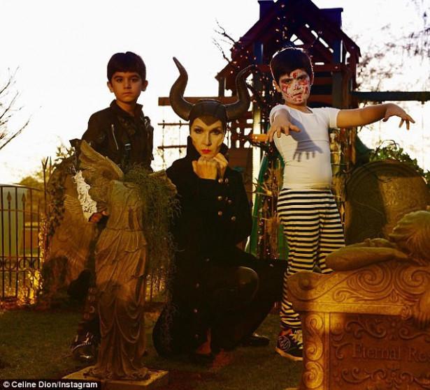 Селин Дион (Малефисента) с детьми