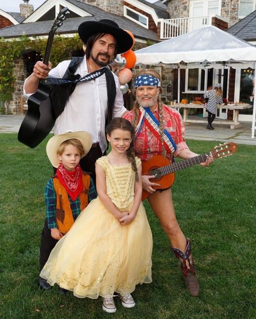 Джессика Симпсон с мужем и детьми