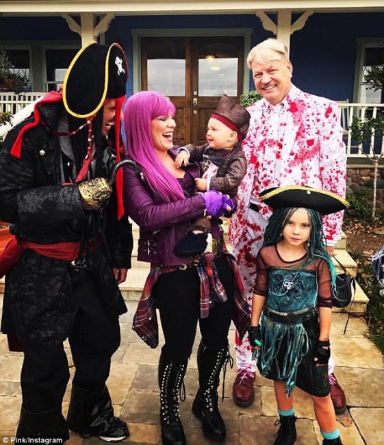 Певица Пинк с семьей