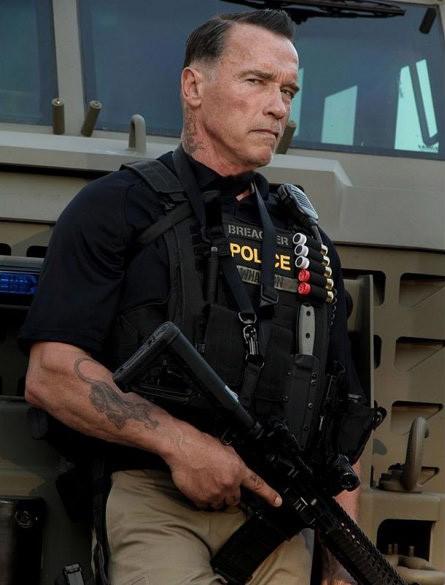Арнольд Шварценеггер в образе брутального полицейского