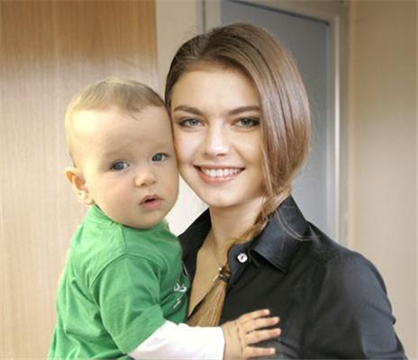 Кабаева родила путину второго ребенка