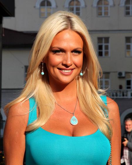 Виктория Лопырева любит позировать голышом. Фото и видео бесплатно