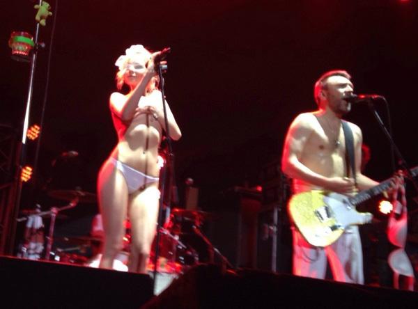 голые поют фото