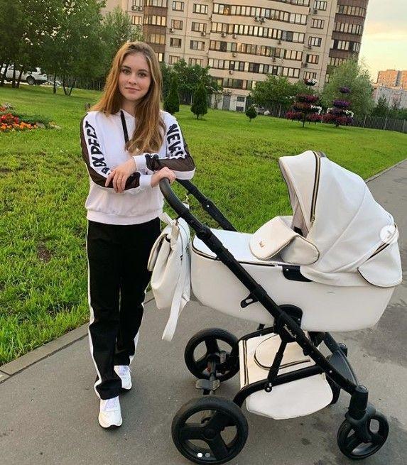 Олимпийская Юлия Липницкая впервые стала мамой и показала ребенка (ФОТО)